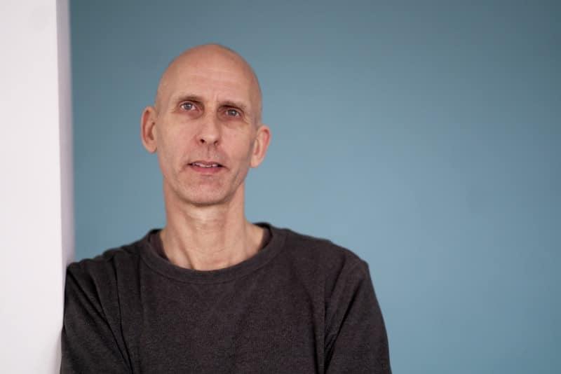 Peace Out Yoga Portrait von Eric Bennewitz von Kai Hitzer