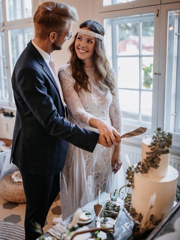 Traurednerin Andrea Ebert von der Traurederei Brautpaar Torte